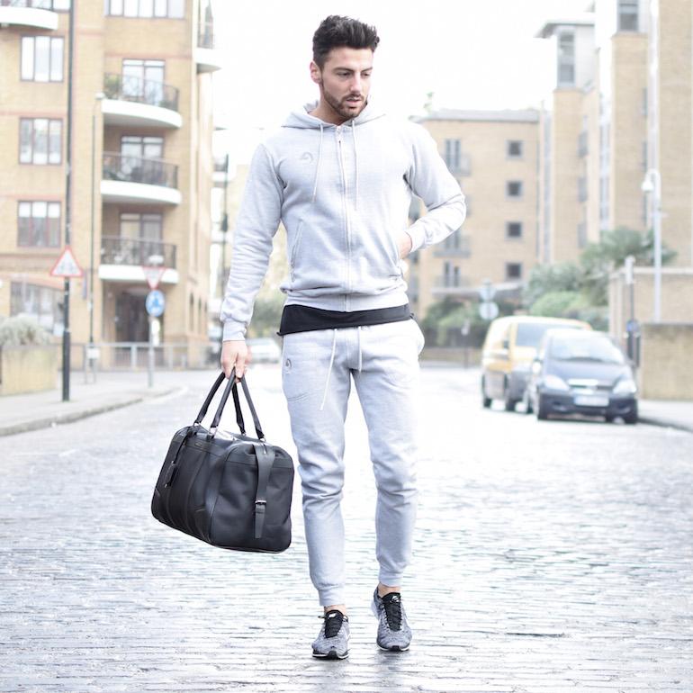 kết hơp áo thun dài tay nam với hoodie, quần jogger