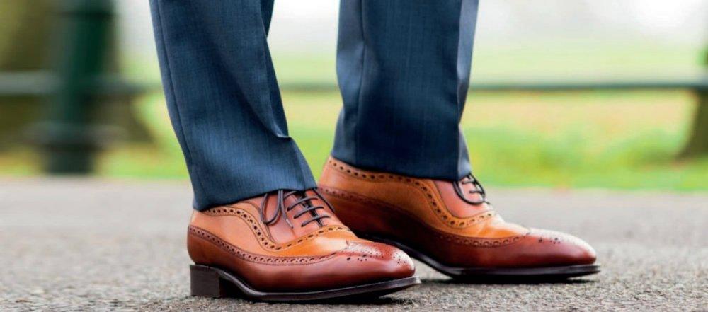 chọn quần áo phù hợp với giày màu cam