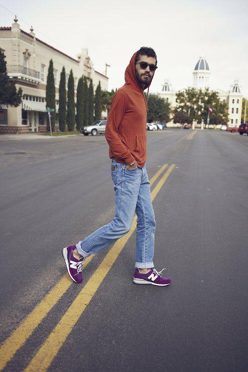 chọn quần áo kết hợp với giày màu tím