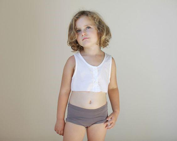 Bé gái mấy tuổi thì nên mặc đồ lót